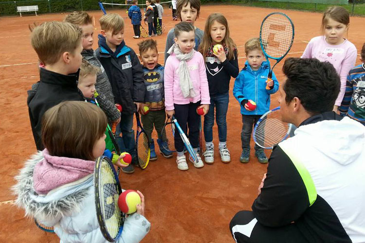 Datei:TENNISFREUNDE Kids-Tennis-Day 2017 09.jpg