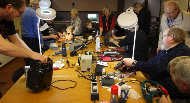 Datei:Repair Cafe 2019 Feb.jpg